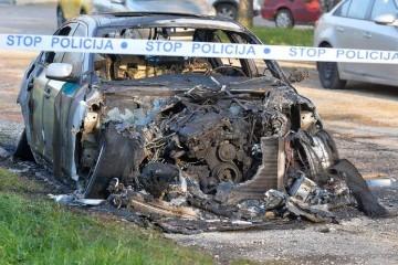 'KAD JE GRUNULO, ISKOČILI SMO IZ KREVETA!' Stanovnike novozagrebačkog kvarta u gluho doba noći probudila eksplozija, izgorio je automobil