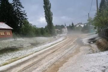(FOTO, VIDEO) Nevrijeme zahvatilo sjeverozapad zemlje: Tuča kod Varaždina, Koprivnice, u Velikoj Gorici