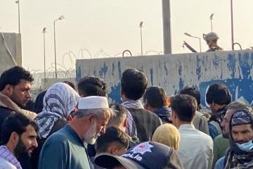 Pred ulazom na aerodrom u Kabulu došlo je do velike eksplozije, talibanski izvori govore o 13 mrtvih
