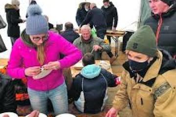 Kolinda Grabar Kitarović volontira na Baniji, gradi kuću obitelji sa šestero djece: 'Nosila je teće s hranom'