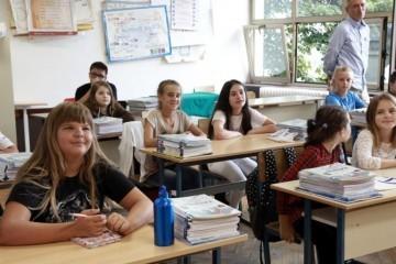 Danas počinje škola za oko 460.000 učenika: Koje ih novosti očekuju?