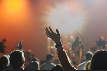 IZRAEL SAMO ZA CIJEPLJENE: Petstotinjak sretnih posjetitelja pjevalo i plesalo na prvom koncertu od početka koronakrize!