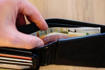 (VIDEO) Kakve besramnice! Krale novčanike s novcem i dokumentima pa na bankomatima podigle 5.400 kuna