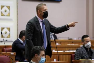 BELJAK RAZJARIO HDZ-ovce U SABORU! Vikali mu da se srami: 'To je 1:0, a strijelac je Zoran Milanović!'