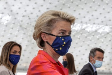Von der Leyen: Bodljikave žice i zidove na granicama nećemo financirati