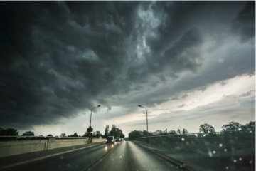 Promjenljivo oblačno s kišom, na Jadranu pljuskovi