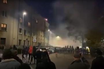 Drama u centru Ljubljane, prosvjednici gađali policajce bocama i petardama, policija uzvratila vodenim topom