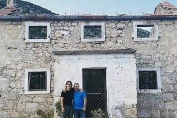 Modrić se s ocem slikao ispred kuće svog djetinjstva, koju su četnici spalili