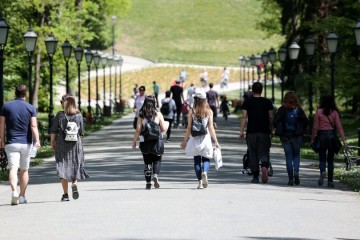 Park Maksimir danas je vrvio ljudima; ostati doma po ovakvom je vremenu mnogima nezamislivo