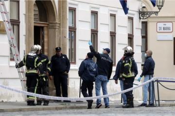 FOTO: MOGLO JE DOĆI DO VELIKE TRAGEDIJE Evo oštećenja od metaka na zgradi Vlade
