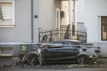 VIDEO Mercedes djevojke (25) u Zagrebu namjerno su zapalili, snimile su ih nadzorne kamere