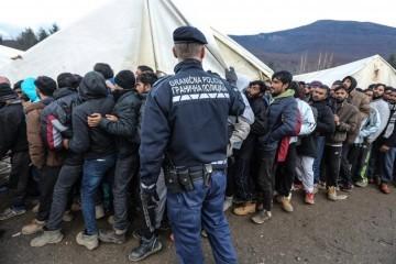 Migranti iz migrantskih skvotova kod Bihaća premješteni u kamp Lipa