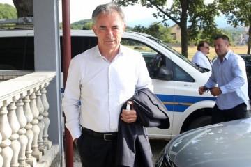 POLICIJSKA BLOKADA ZA 'DAN USTANKA': U Srb mogu ući samo mještani i oni s 'opravdanim razlogom'. Keleminec ga nakon privođenja napustio