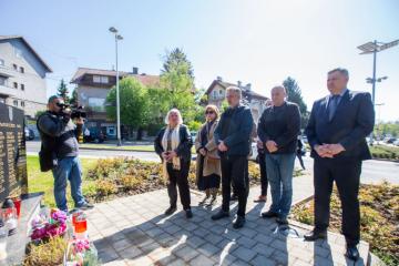 Škoro odao počast liječniku kojeg su ubili srpski vojnici: Protiv njegova parka bili su oni koji bi svjetskim zločincima vraćali imena trgova i ulica u Zagrebu