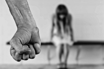 VIŠESTRUKI PREKRŠITELJ: Opijao se, tukao ženu pa covid pozitivan uporno kršio mjeru samoizolacije