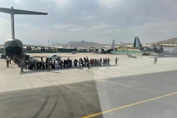 """Iz Kabula izvučeno više od 100 tisuća ljudi, NATO kaže da ima """"čistu savjest"""""""