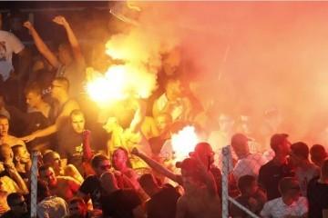Sukob policije i Torcide u Kranjčevićevoj! Letjele su stolice, baklje, suzavac...