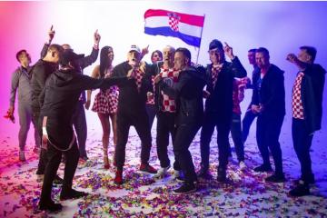 VIDEO/FOTO Srce hrvatsko: Tri mušketira i prijatelji po želji naše reprezentacije snimili novu navijačku nogometnu himnu