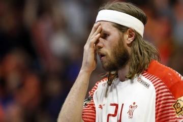Šok i nevjerica u danskoj reprezentaciji; samo par sati prije utakmice s Hrvatskom stanje je dramatično, a izbornik tvrdi: Hansen jedva govori...