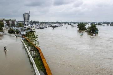 Voda u Nizozemskoj probila nasip, tisuće ljudi u bijegu, proglašena nacionalna katastrofa