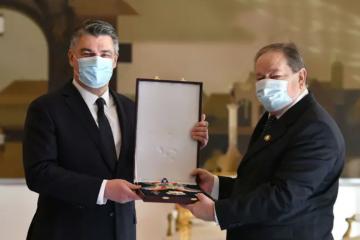 Milanović je uručio odlikovanja generalima HV-a, postrojbama HVO-a i policije HR HB