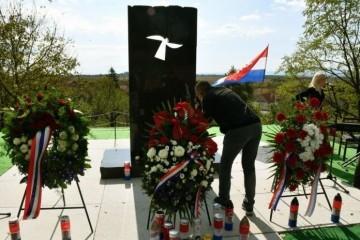 17. kolovoza 1991.g.  – JNA okupirala Okučane  i otvorila koncentracijski logor za Hrvate