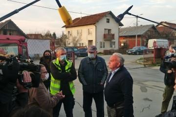Spor oko podjele građevinskog materijala: Nezadovoljni Petrinjci sukobili se s gradonačelnikom