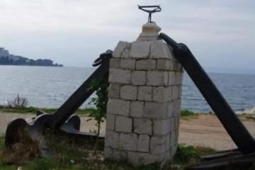Netko je u Podgori ukrao sidro teško čak 10 tona: 'To je ukras našeg mjesta, valjda će ih naći'