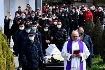 Tuga u Novoj Gradiški: Mnogo ljudi na pogrebu malene Nikoll