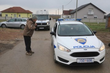Isplivali detalji napada: Pijani muškarac pokušao ubiti ženu i policajca van službe