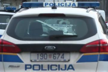 Drama u Sisku: Mladić ušao u srednju školu i prijeti bombom, unutra je bio i župan Ivo Žinić