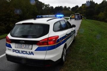 Policijski vježbenik pod utjecajem alkohola prijatelju pokazivao pištolj pa mu propucao noge, naknadno mu pronađena i 'papovka'
