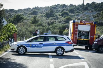 HOROR NA HVARU: Dvoje mrtvih u stravičnoj prometnoj nesreći, sudarili se motor i automobil