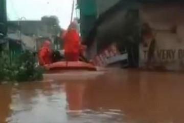 VODENI PAKAO ODNIO 125 ŽIVOTA: Neki su ostali zarobljeni nakon jakih kiša: 'Mogućnost da ih se spasi žive je mala'