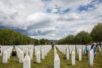 Obilježava se 26 godina od genocida u Srebrenici, pokopat će se 19 novoidentificiranih žrtava