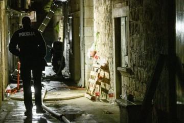 U požaru u Trogiru smrtno stradao vlasnik kuće, liječnici se bore za život žene koja je teško ozlijeđena (FOTO)