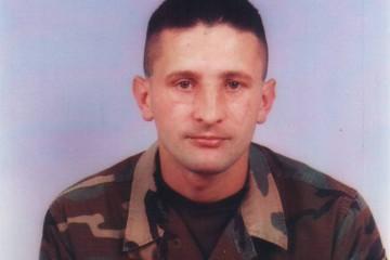 4. kolovoza 1995. poginuo Predrag Matanović, 26-godišnji ratni zapovjednik po kojem je nazvana vojarna u Petrinji
