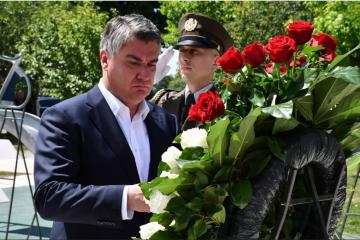 MILANOVIĆ ODAJE POČAST ŽRTVAMA RATA: Položit će vijenac kod spomen-obilježja poginulom hrvatskom branitelju