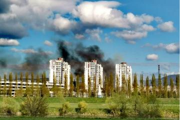BUKNUO VELIK POŽAR NA ZAGREBAČKOM PRISAVLJU! Na teren žurno izašlo sedam vatrogasnih vozila: 'Ovo grdo gori'