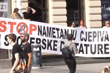 Tisuće u Zagrebu na prosvjedu protiv mjera, stožera i cijepljenja: 'Na HRT-u o okupljanju nezadovoljnih građana – ni riječi'