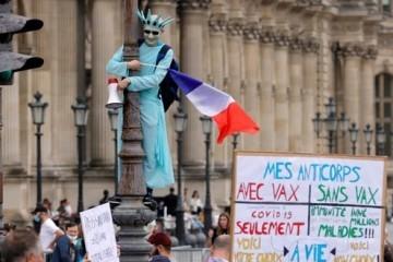 Više od 100 tisuća Francuza prosvjedovalo protiv obveznog cijepljenja