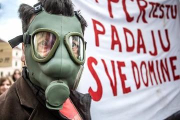 I u pet hrvatskih gradova protiv Covid ograničenja, prosvjednici poručili: Vratite nam gripu
