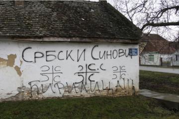 U Vukovaru išarani automobili i kuće natpisom Srbija na ćirilici i četiri slova S