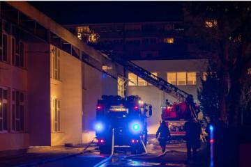 VATRA BUKNULA U ŠKOLI U PULI: Vatrogasci brzo intervenirali, netko je na nju bacio baklju?