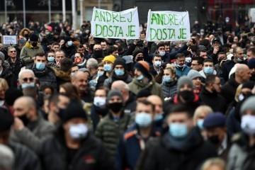 Poduzetnici prosvjeduju na Trgu, došlo ih je tisuće