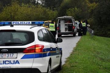 U nesreći kod Topuskog ozlijeđeno petero mladih, autom su sletjeli u kanal i udarili u stablo