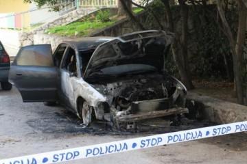 U SPLITU PONOVNO GORJELI AUTOMOBILI: Policija pokušava utvrditi razlog požara