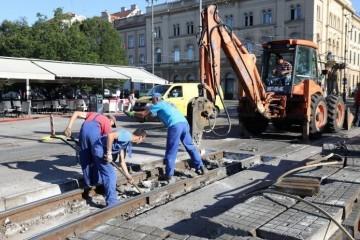 VEĆ PETI PUT! Otkad je Možemo na vlasti u Zagrebu, automobili upadaju u rupe na tračnicama