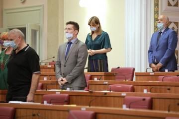 Sabor: Minuta šutnje za žrtve genocida u Srebrenici