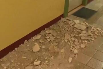 FOTO/VIDEO Oštećena škola u Vrpolju, žbuka padala i po klupama
